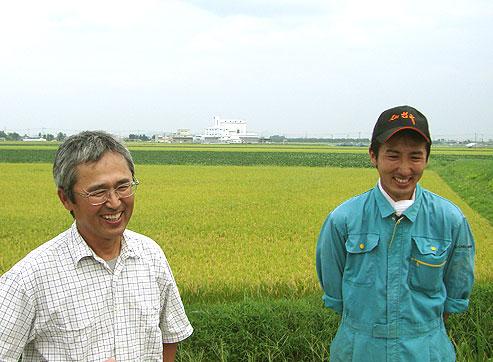 父の伊藤雄一さんと息子の周公さんの写真